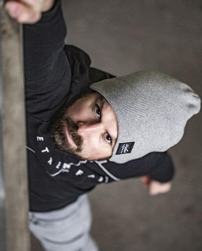 beanie classic etrefort lifestyle clothing parkour felix hanging