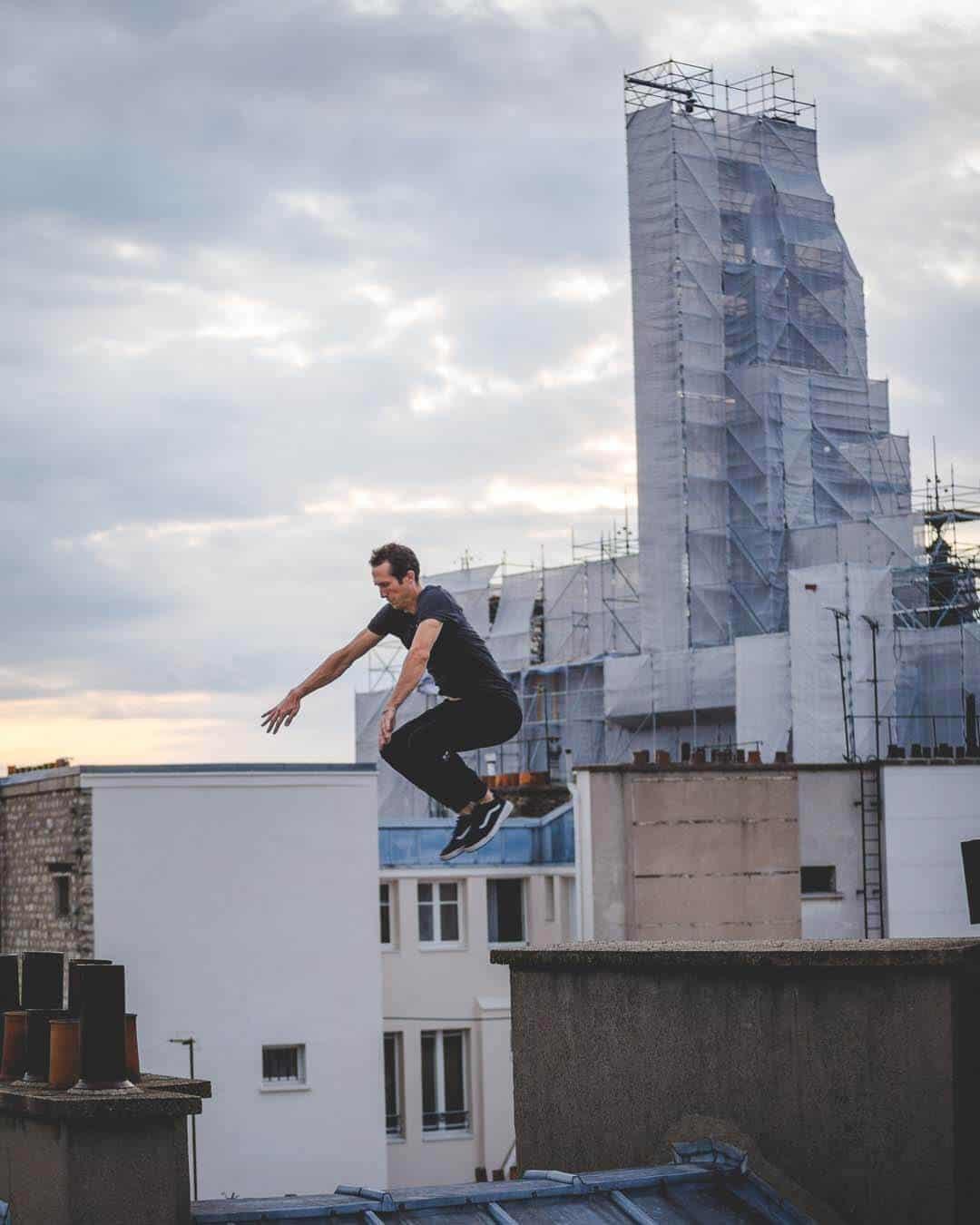 etrefort thibaut parkour clothing outdor paris rooftop pov hand