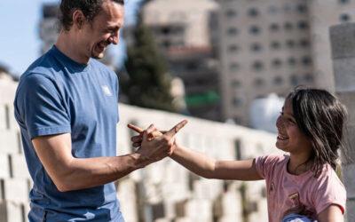 «Das Leben ist voller Möglichkeiten» – Interview mit ParkourONE Schweiz Schulleiter Arvo Losinger